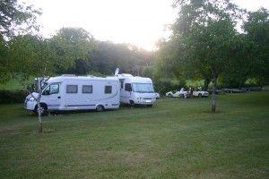 Périgord noir, proche du Bugue aire étape camping car au calme