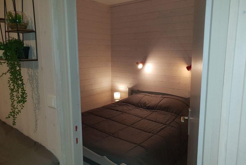 chambre lit 2 personnes en 140 et placard plus spacieuse que les mobil homes