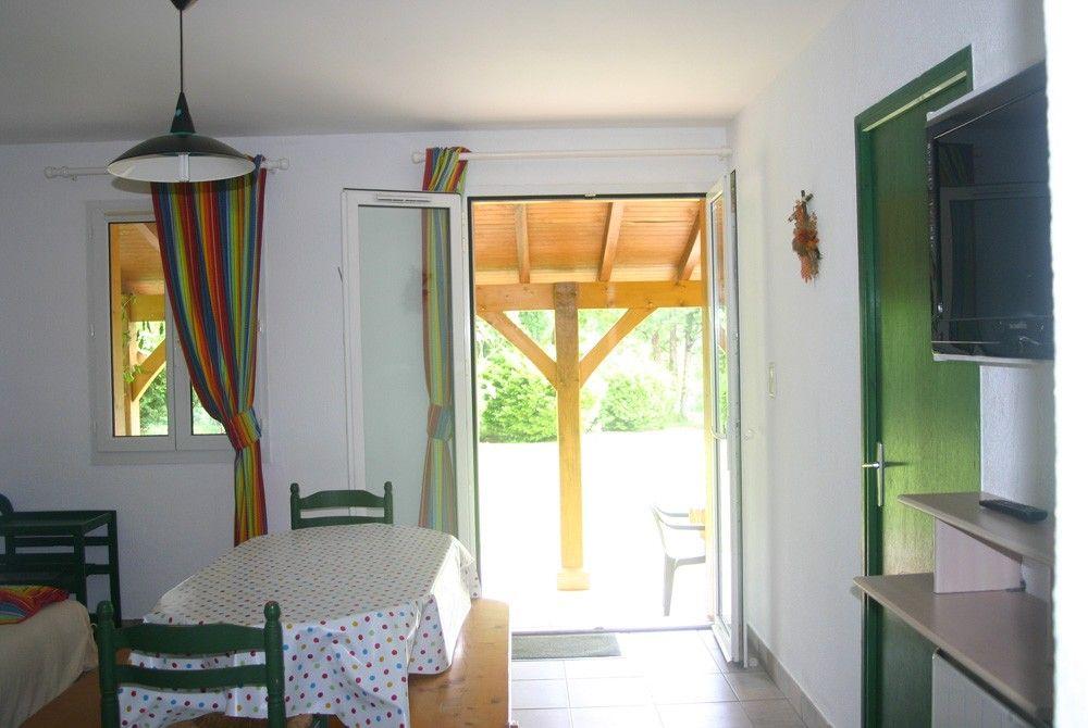gîte avec cuisine ouverte salon séjour