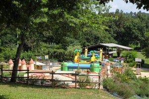 le parcours girafe, un jeu gonflable pour les enfants