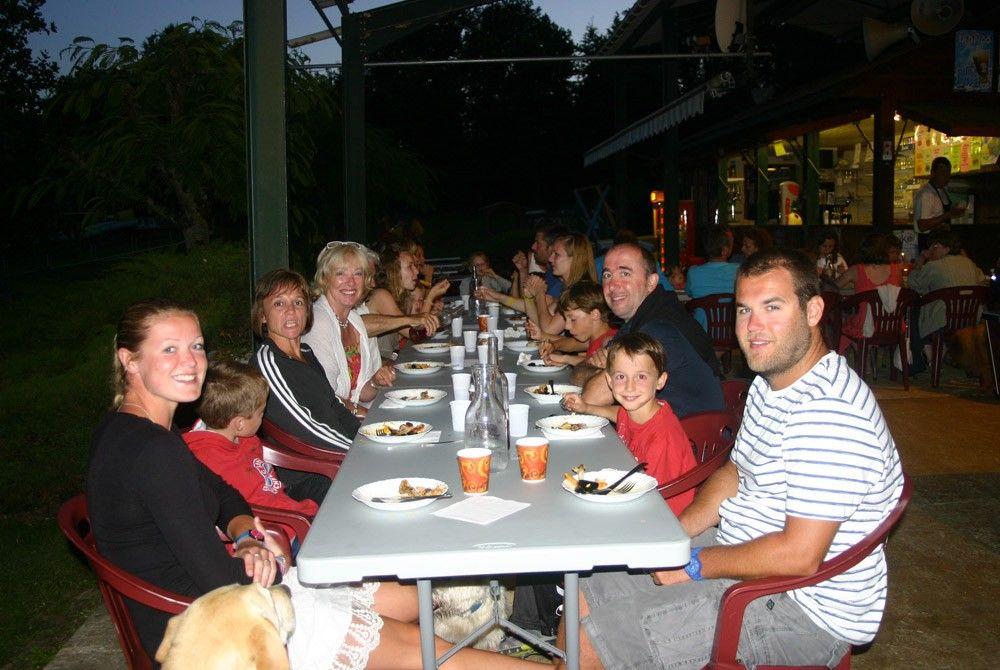 Ambiance familiale assurée lors des soirées avec ses repas à thèmes