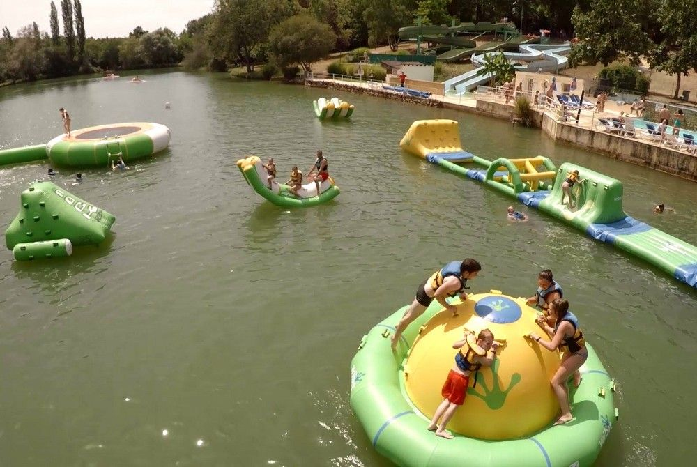 The water park is an activity for swimmers, for tumblers, in the leisure park in Dordogne Périgord